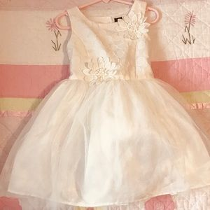 Zunie Special Occasion Dress. Off white. Size 5.